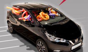 Poolnudeln im Nissan Micra